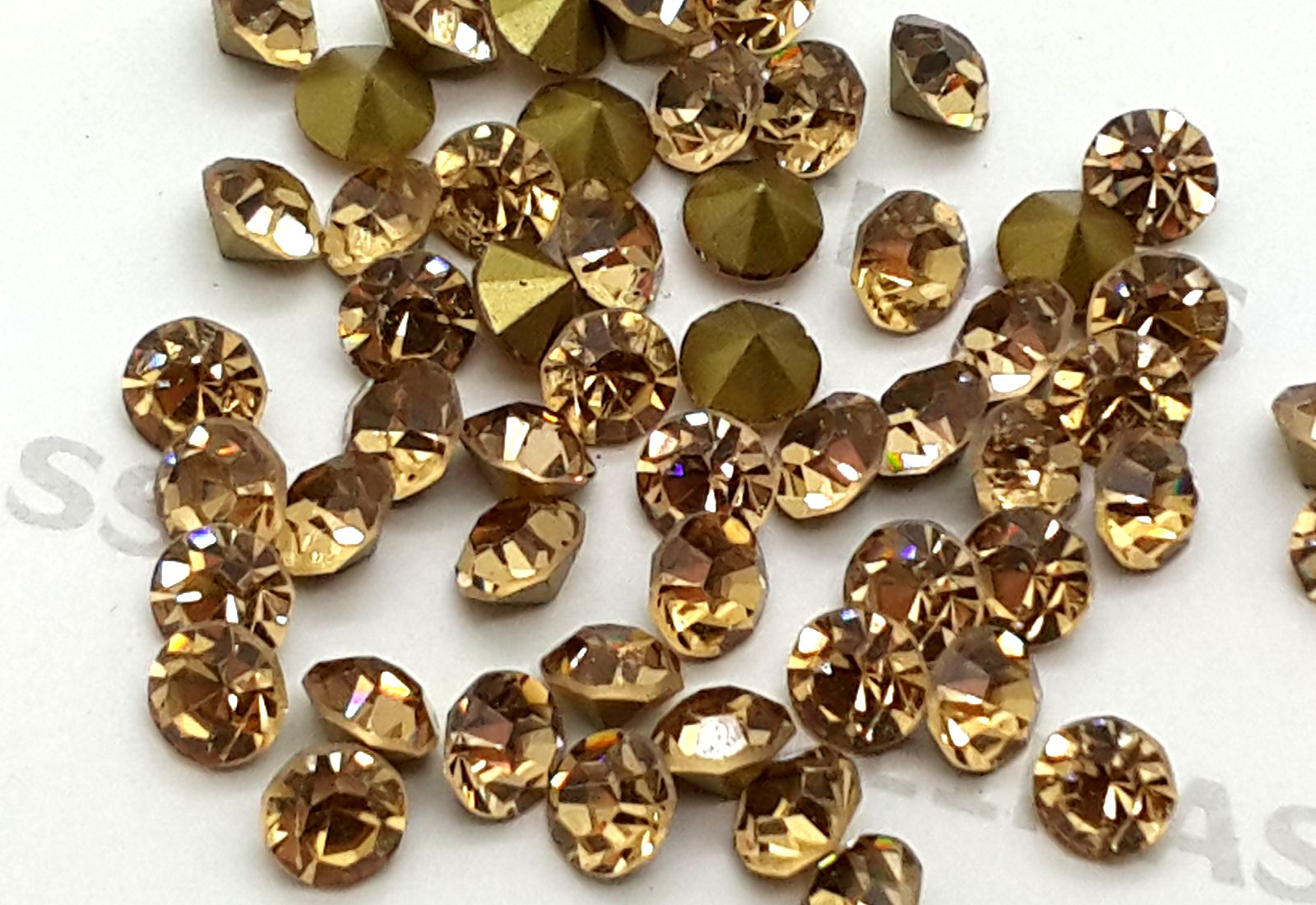Light Gold Foiled Chatons Eimass Point Back Crystals